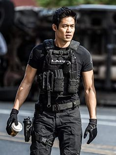 S.W.A.T. Series Trailers, Clip, Featurette, Images and Posters Special Forces Gear, Military Special Forces, Tactical Clothing, Tactical Gear, Swat Police, Leder Outfits, Men In Uniform, Character Portraits, Beautiful Men