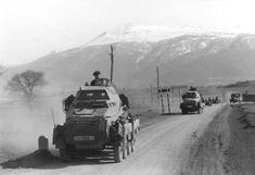 Bundesarchiv Bild 101I-158-0094-33, Balkan, Spähpanzer der Leibstandarte Adolf…