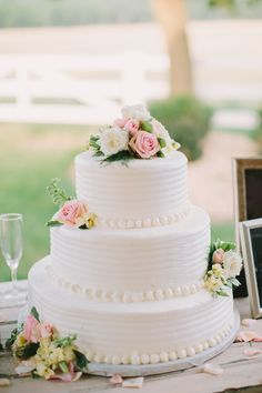 I really only like the bead piping on this cake. That's all. Thanks Sara Sweet and simple wedding #cake #weddingcake @weddingchicks