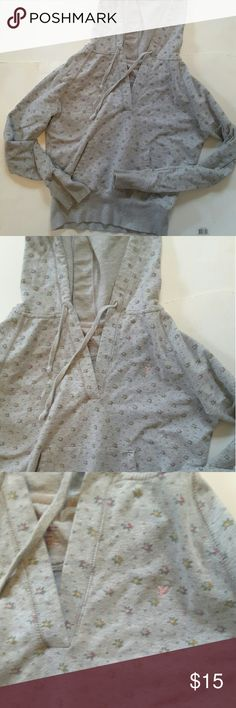 American Eagle outfitters Gray floral vneck hoddie 20 . 5 inches from armpit to armpit 21 inches from shoulder to bottom of hoodie American Eagle Outfitters Tops Sweatshirts & Hoodies