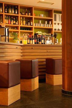 Italienische Aperitif- und Spezialitätenbar | Italian bar with culinary specialities and appetizers