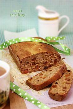 A Paddy's Day Treat: Irish Tea Loaf (Barmbrack) | Oilfree + Vegan - Veganlovlie