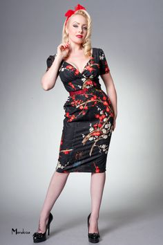 Fabulous dress paired with vampy red lips.