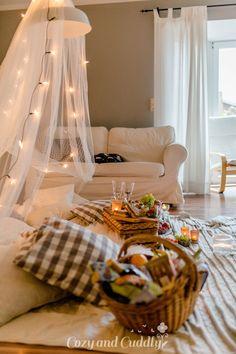 Tipps für ein kuscheliges Indoor-Picknick und Blitz- Rezepte Indoor Picnic, Picnic Style, Blitz, Lovely Things, Buffet, Vsco, Goal, Toddler Bed, Party Ideas
