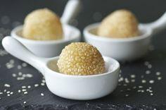 Indonesian Medan Food: Onde-onde ( Mung beans ball )