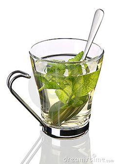 Verse thee maken met munt, citroen, limoen, gember & honing.