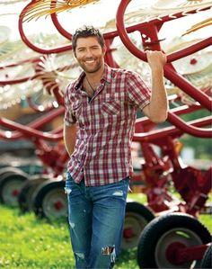 Josh Turner ---<3<3<3<3 My favorite, favorite, absolute FAVORITE country singer!!