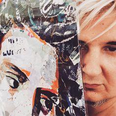 PAULO BRAGANÇA, o fadista irreverente e genial, está de regresso à Lisboa preparando o lançamento de um novo disco, e quis posar com o nosso pôster da Amália Rodrigues! Torn Paper, Collage Artists, Shape And Form, Portugal, Art Pieces, Portraits, Hand Painted, Gallery, Lisbon