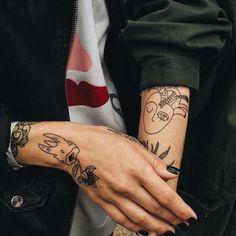 I love her slender wrist and all her tattoos Future Tattoos, Love Tattoos, Beautiful Tattoos, Body Art Tattoos, Small Tattoos, Tatoos, Et Tattoo, Piercing Tattoo, Handpoked Tattoo