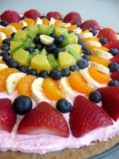 Fruit Pizza Fourth of July Patriotic Oreo Pops. Great dessert, snack, or treat idea for the of July. Another fruit Pizza You need to ma. Fruit Recipes, Dessert Recipes, Cooking Recipes, Pizza Recipes, Cooking Tips, Recipies, I Love Food, Good Food, Yummy Food