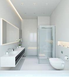 salle de bains blanche et claire avec un miroir lumineux, niche lumineuse et ruban led au plafond