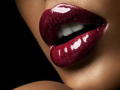 7 Tips on Picking The Right Lipstick for Different Lip Shapes ...