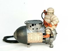 ANTIQUE Vintage figural Michelin man Bibendum Gas station air pump