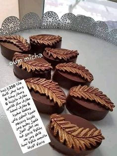 Gato choco Sweets Recipes, Cake Recipes, Cooking Recipes, Arabic Sweets, Arabic Food, Eid Cake, Biscuit Decoration, Traditional Cakes, Sweets Cake