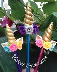 Unicorn Fofulapiz inspiration * no instructions available Foam Crafts, Diy And Crafts, Clay Projects, Projects To Try, Unicorn Crafts, Unicorn Diys, Pasta Flexible, Polymer Clay Charms, Diy Clay