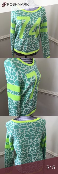 JUICY COUTURE LONG SLEEVE SCOOP NEVK SWEATER JUICY COUTURE MINT & LIME GREEN SCOOP NECK SWEATER Juicy Couture Sweaters Crew & Scoop Necks
