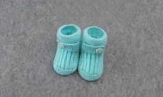 Örgü Selanik Bebek Patiği Yapılışı Videolu Anlatım   Bilgievim.net Kadına Dair Herşey Knitted Booties, Baby Booties, Baby Shoes, Hobbies And Crafts, Diy And Crafts, Crochet Bebe, Baby Knitting Patterns, Slippers, Embroidery