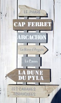 New painted wood signs gray Ideas Round Wood Table, Deco Marine, Terrace Decor, Wood Arrow, Surf Decor, Shabby Vintage, Shabby Chic, Directional Signs, Painted Wood Signs