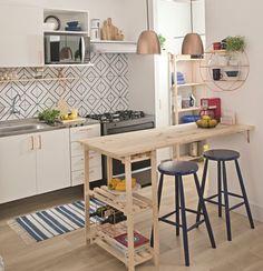 Mesada con bacha, arriba alacena y al lado de la alacena estante para poner horno electrico (ver), al lado de bacha cocina - igual a la foto - y al lado iría el lavarropas