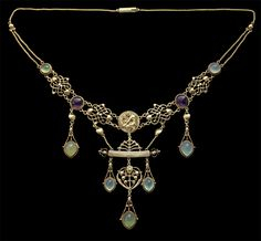 HENRY WILSON 1864-1934 The Apollo Necklace Gold Chalcedony Amethyst H: 8 cm (3.15 in) W: 40 cm (15.75 in) Marks: '18' & 'HW' monogram British, c.1904