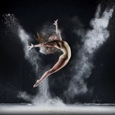 Photo by Richard Calmes, we had such a fun time playing in flour! Dance Photography Poses, Dance Poses, Creative Photography, Amazing Photography, Contemporary Dance Photography, Ballet Art, Ballet Dancers, Dance Photo Shoot, Photo D Art