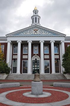 Penn and Harvard indicate MOOCs aren't cutting into their Business School business London Business School, Schools In America, Top Universities, Colleges, Online College Degrees, Harvard Business Review, Stanford University, Stanford Gsb, University Life