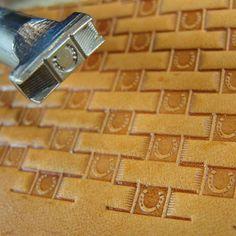 Thin Horseshoe Center Basket Weave