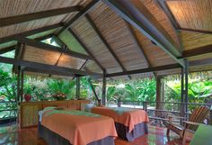 Enjoy a massage in an open-air bungalow surrounded by nature, you can choose regular music or the sound of the hot springs and animals as the perfect complement for the spa experience.
