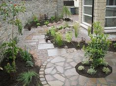 "Courtyard - love this small garden design"" / circles and slate / pavers - we might be able to combine some more polished areas with some more loose-set slate."