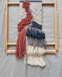 Chwila na tkanie ❤#tkanina#łapaczmoli#makatka#tkaninaartystyczna#kocham#tkanie#wallhanging#wallhangingart#textileart#textiledesign#handmade#nuda_studio