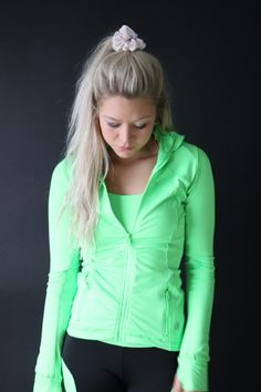 The perfect jacket to add to your outfit as the cool weather approaches. Comes in lime green and turquoise.