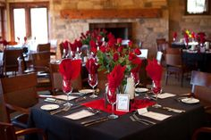 reception-red-centerpieces-black-tablecloths