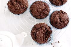 We've got everything from decadent chocolate muffin recipes to healthy banana muffin recipes, and everything in between! Plus some tips on how to make better muffins. Basic Chocolate Muffins Recipe, Chocolate Protein Muffins, Choc Muffins, Chocolate Protein Powder, Dark Chocolate Chips, Almond Muffins, Protein Cake, Apple Muffins, Protein Cookies