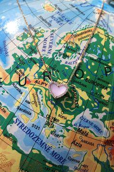 """#Necklace #Cupid #Handmade #NaturalGemstones #MotherOfPearl #Diamonds #RoseGold #HeartCollection. Známy citát """"Domov je tam, kde je vaše srdce"""", sa perfektne hodí k aktuálnemu Svetovému dňu srdca. A ešte lepšie sa k tomuto sviatku hodí náš jemný perleťový náhrdelník Cupid s božským pôvodom a prírodnými diamantmi. Môžete s ním precestovať celý svet alebo """"iba"""" zákutia nášho krásneho Slovenska. Doma sa bude cítiť všade. Hlavné je, že bude cítiť vaše (s)pokojné srdce. :-) Heart Shaped Necklace, Pearl Diamond, Palm Beach Sandals, Cupid, Heart Shapes, Pearls, Beads, Gemstones, Pearl"""