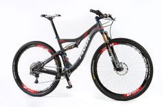 Bike Test: Two Pivot Mach 429s for Two Different Riders | News | mountain-bike-action
