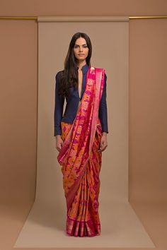 Buy saree and blouses online in india at cheapest price. Shop designer wedding saree, cotton saree, chiffon saree, bollywood saree with all new blouse designs. Saree Wearing Styles, Saree Styles, Blouse Styles, Blouse Back Neck Designs, Sari Blouse Designs, Anarkali, Lehenga, Hijab Saree, Sari Bluse