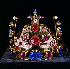 1346 Crown of the Kings of Bohemia. Yes, I can see the jewels. Yes, I noticed the jewels. Yes, I saw your crown and the jewels on it and that it is gold--yes I get you're a king yes! Royal Crowns, Royal Tiaras, Crown Royal, Royal Jewels, Tiaras And Crowns, Crown Jewels, Prague Czech Republic, My Heritage, Royalty