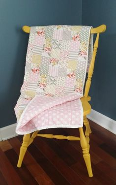 Sewing Quilts 15 Baby Quilt Patterns That Will Melt Your Heart - Ideal Me - 15 baby quilt patterns that will melt your heart. If your heart doesn't swell looking at these adorable quilts, you may want to check your pulse. Baby Quilt Tutorials, Baby Quilt Patterns, Quilting Patterns, Sewing Patterns, Rag Quilt, Quilt Blocks, Quilt Baby, Doll Quilt, Quilting Projects