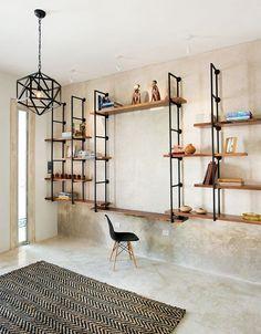 A casa eh sua: 10 maneiras de fazer uma estante com canos
