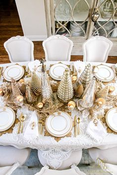 Elegant Gold Christmas Table Scape