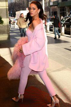 """Rihanna arriving at """"Good Morning America"""" studios. Best Of Rihanna, Rihanna Riri, Rihanna Style, Rihanna Fashion, Saint Michael, Aaliyah, Madonna, Rihanna Hairstyles, Pink Fashion"""