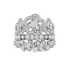Chaumet Hortensia ring in white gold, set with 114 brilliant-cut diamonds.