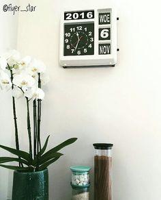 Best-budget-buy; deze analoge klok met datumaanduiding (37 x 38,5 x 15 cm) is nu bij Gamma afgeprijsd van €109 naar €59. De klok is te gebruiken als bureau- of wandmodel en is een lookalike van de Karlsson wandklok Big Flip, die bijna €200 kost! Bedankt dat ik je foto mocht delen, @flyer_star. #bestbudgetbuy #klok #clock #wandklok #flipclock #gamma #gammabouwmarkt #gammanederland #lookalike #kostbaarvskoopje #karlsson #bigflip #budgethome #woonaccessoires #budgettip #lowbudget #budget #wonen…