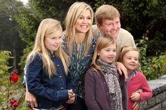 Onze nieuwe koning en koningin samen met hun kinderen