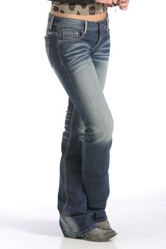 (SIDE)  No wallflowers here - the high-contrast Blake is all pop from bottom to top. The broken twill denim, along the intense finishing details, accentuates the texture of the jean. A Brand new pocket design features a quilted stitch with pewter studs and a heavy signature stitch.     CB40954071 IND