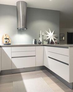 ➕Kitchen ➕ #kitchen #kitchendesign #houzz #interiordesign #homeinspo #interior #ingerliselille_inspo #hth #vh7 #jotun #gråharmoni… Smart Kitchen, Kitchen Cabinet Design, Kitchen Cabinets, Kitchen Hoods, Küchen Design, Decoration, My Dream Home, Kitchens, Sweet Home