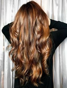 Ahead, the 7 coolest 2020 hair color trends that are going to be everywhere in the new year. Take a screenshot and bring one to your colorist come January Dusty Pink Hair, Pastel Blue Hair, Hair Color Pink, Hair Colors, Brown Hair With Highlights, Hair Color Highlights, Colored Hair Roots, Light Blonde Hair, Natural Hair Styles