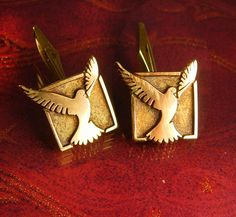 These yellow and rose gold plated wedding dove cufflinks are just beautiful and elegant and would compliment any cuff, especially for your