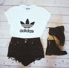 Cute sumer outfit and i love the boots with those shorts