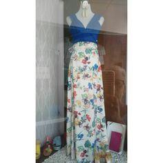 Falda larga con estampado de flores en color blanco.